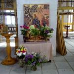 """Наместник Никольского собора при ПО """"Севмаш"""" иерей Александр Шестаков освятил новые иконы для второго ряда иконостаса центрального храма."""